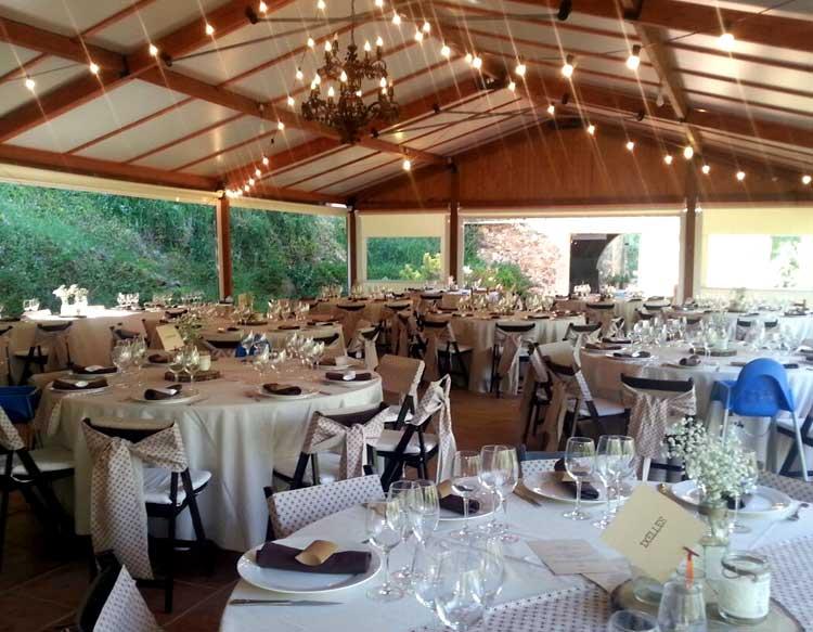 Amplia estructura de madera de 200 m² con capacidad para 200 comensales en banquete